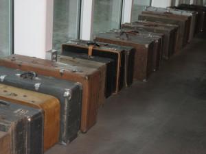 Stalinin vainojen uhrien matkalaukkuja.