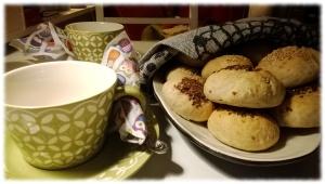 teetä ja sämpylöitä
