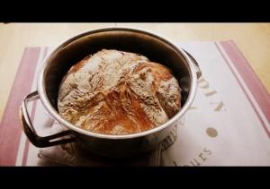 Leipä suoraan uunista otettuna.